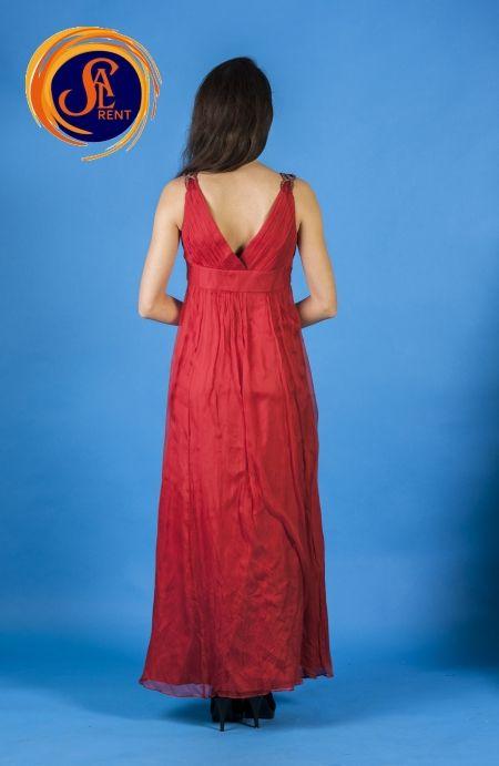 Хостес: красное платье с поясом