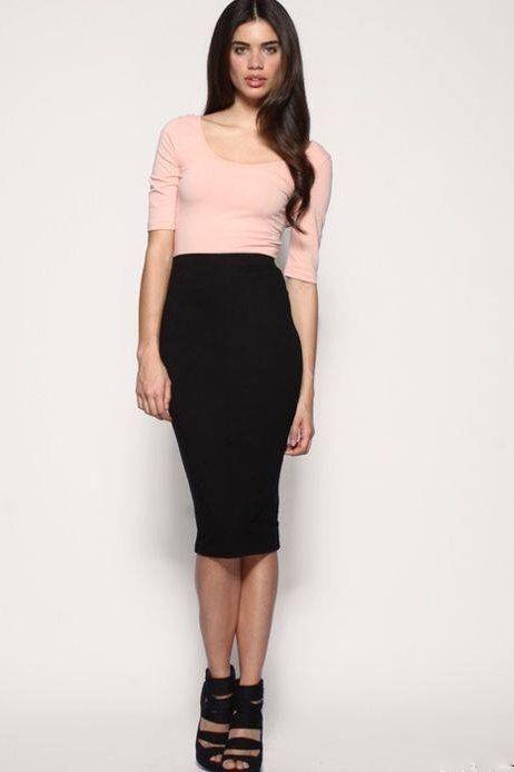 Сегодня юбка-карандаш может быть и очень короткой, и очень длинной, она может быть посажена на уровне талии либо