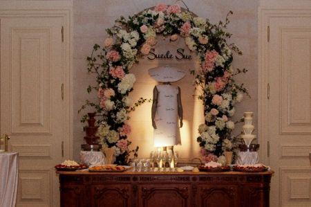 Фотозона из цветов на свадьбу SUE | SAL-rent, аренда фотозон