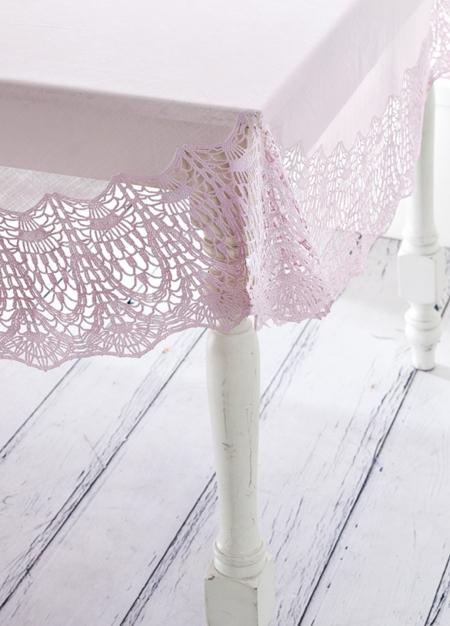 Скатерть розовая ажур (137х182 см)