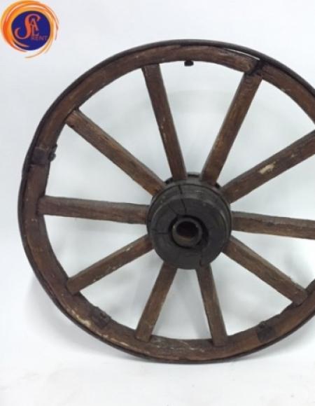 Деревянное колесо от воза
