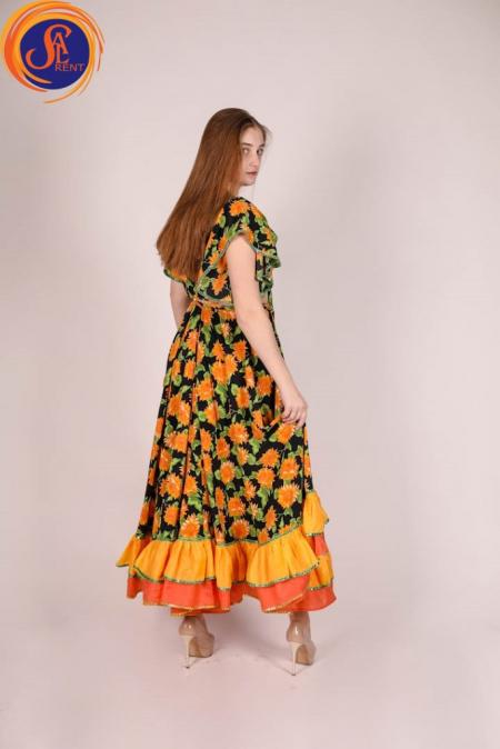Цыганка, костюм в цветы