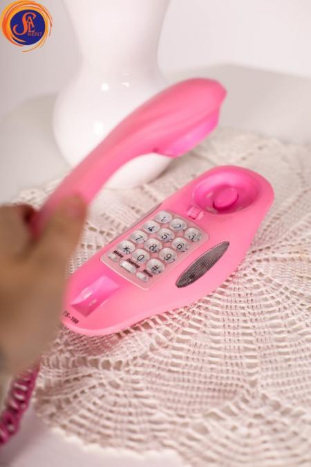 Телефон розовый