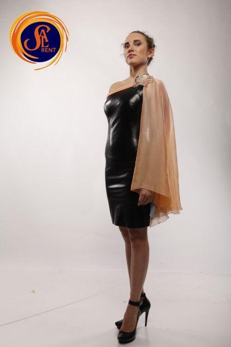 Хостес: кожаные платья
