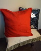 Подушка черная (красная)