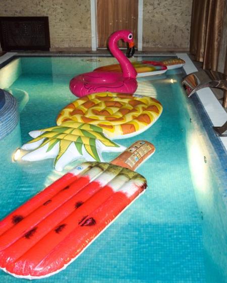 Надувной декор для басейна