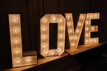 Буквы c  лампочками